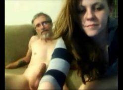 Filha transa com pai na webcam