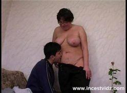 Mãe transa com filho novinho