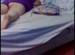 Comendo a coroa dormindo