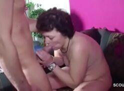 Filho comendo a mãe gostosa no sofa